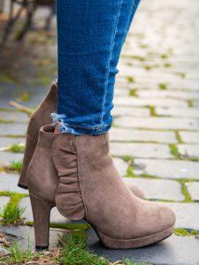 tanie buty damskie na koturnie