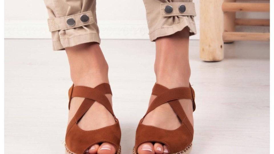 bordowe buty na platformie