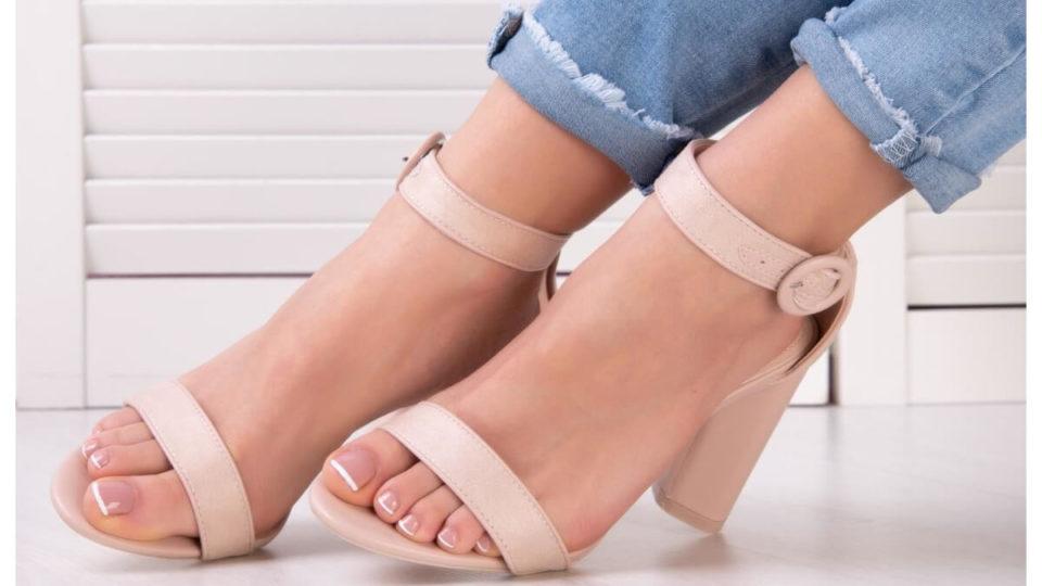Beżowe sandały damskie na słupku
